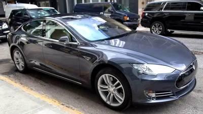 特斯拉「自动驾驶」功能细评:一觉醒来,你的车会自己开自己了