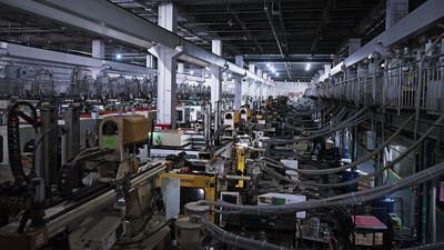 我们去了一趟富士康,感慨为什么要对制造业心存敬畏