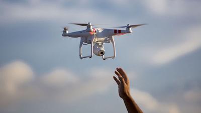 为防止进入禁飞区和符合无人机飞行严苛的监管,大疆推出地理围栏系统 GEO