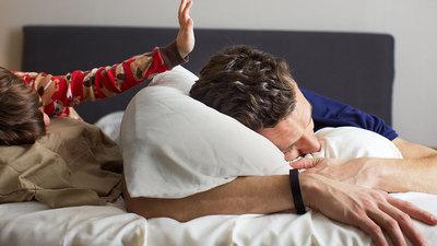 晨跑打卡的怨念还未消失,美国大学已经要求 900 名新生戴上 Fitbit 手环