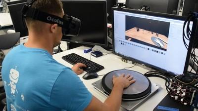 除了看得见还要摸得着!Oculus 打算把触觉放进虚拟世界