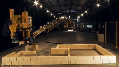 以后搬砖都轮不到你了,这台砌砖机器人大概 1 年内可盖 150 所房子……