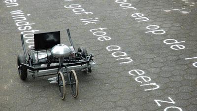 行走在民间的机器人「艺术家」,让它们为你写诗、绘画