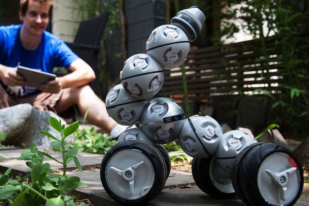 Uploads%2farticles%2f11123%2fremote control car robot 1200x800