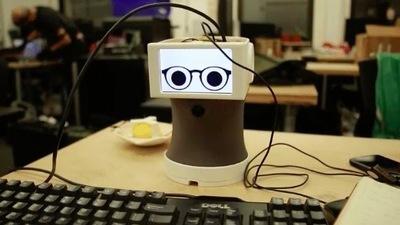 没有什么是 Peeqo 机器人一个表情包不能解决的,如果有,那就两个