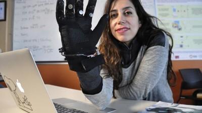 SFU 研发 Flex-N-Feel 手套,千里传情的虐狗黑科技又来了