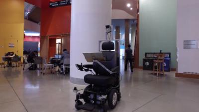 为了让腿脚不便者重获行走的自由, MIT 女科学家 Daniela Rus 开发了一款自动驾驶轮椅
