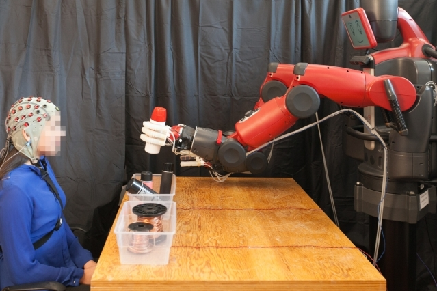 Uploads%2farticles%2f11425%2fthe feedback system enables human operators to correct the robot s choice in real time   jason dorfman  mit csail2