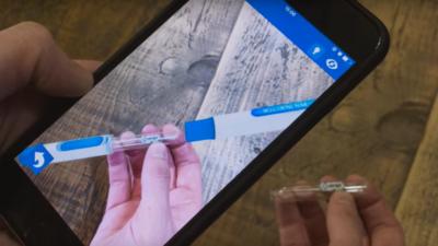 推出了人人都能做 AR 的 ZapWorks 平台后,Zappar 还做了 AR 版的 Cardboard