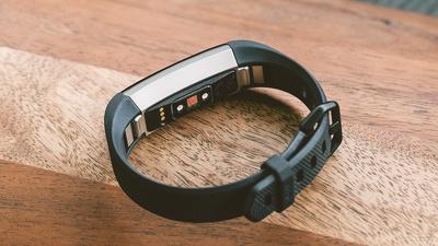 Fitbit 正在研发血氧监测技术,可穿戴转战医疗之路也不好走