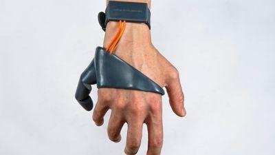 这是个没什么用的设备,但是它会让你思考「义体」存在的意义
