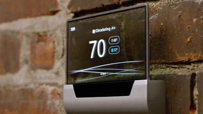微软用一款 GLAS 温控器告诉你:其实我一直没离开智能家居行业