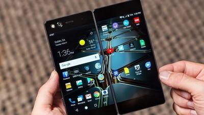 对标当年的 iPhone,中兴想用折叠屏手机 AXON M 推动整个产业的创新