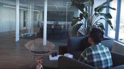 无论是在办公室还是客厅,爱普生和大疆推出的 AR 模拟器能让你随时随地玩无人机