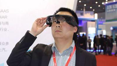 在工博会上体验了三款 AR 智能眼镜后,我们觉得这个领域道阻且长