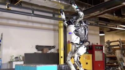 奥运会体操比赛机器人组进行中,有请下一位选手来自波士顿动力的 Atlas……