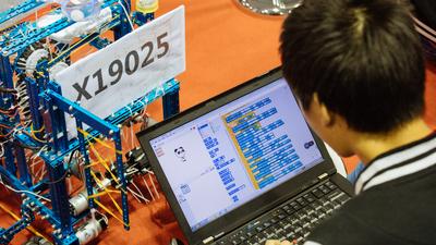 拿出一年销售额的六分之一办一场不盈利的机器人赛事,这家创业公司怎么想?