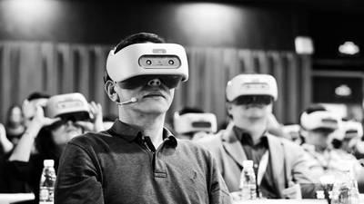 汪丛青说 VIVE 要让 VR 成为拥有 50 亿用户的普及产品,但这条路究竟有多长?