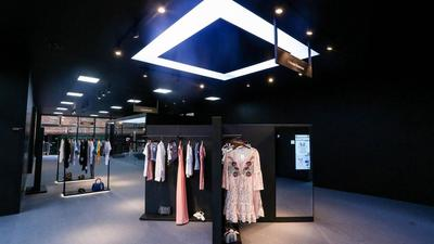 阿里「FashionAI 概念店」正式入驻香港,里面还是淘宝的配方