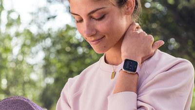 可穿戴的 Q2:Versa 的热销让 Fitbit 业绩不那么难堪,运营商收入净增多亏了 Apple Watch