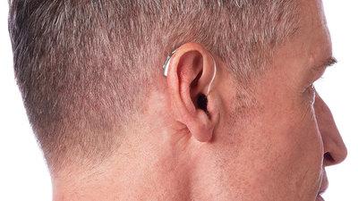 翻译、健康监测、AI 算法加持,Livio AI 要做一款酷炫的助听器