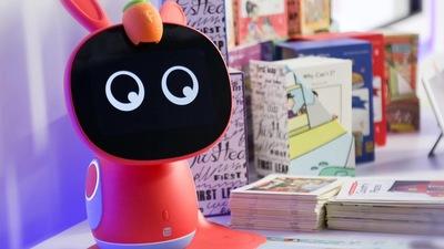 励步英语与 ROOBO 联合发布「小步」儿童英语教育机器人