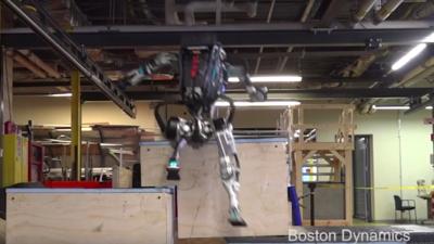 杂技演员 Atlas 新增跑酷技能,人类已经不能阻止波士顿动力炫技了…