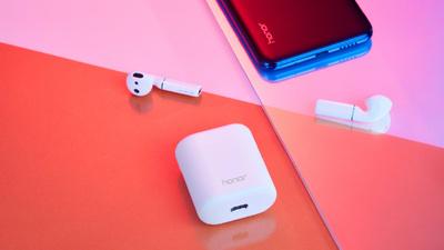 荣耀发布了一款神似 AirPods 的真无线耳机:支持无线充电,还能识别主人身份