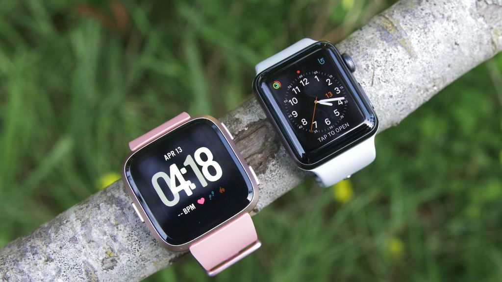 Uploads%2farticles%2f12789%2ffitbit apple watch