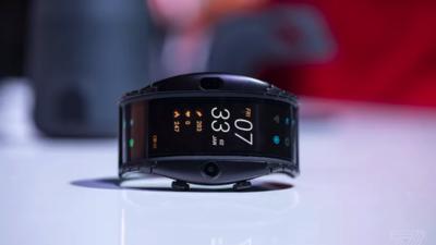 努比亚 α 这款可穿戴智能手机,除了酷炫的概念还有啥?| MWC 2019