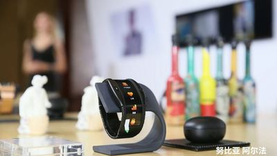 「可以穿戴的手机」努比亚 α 正式发布:柔性屏+eSIM,3499 元起