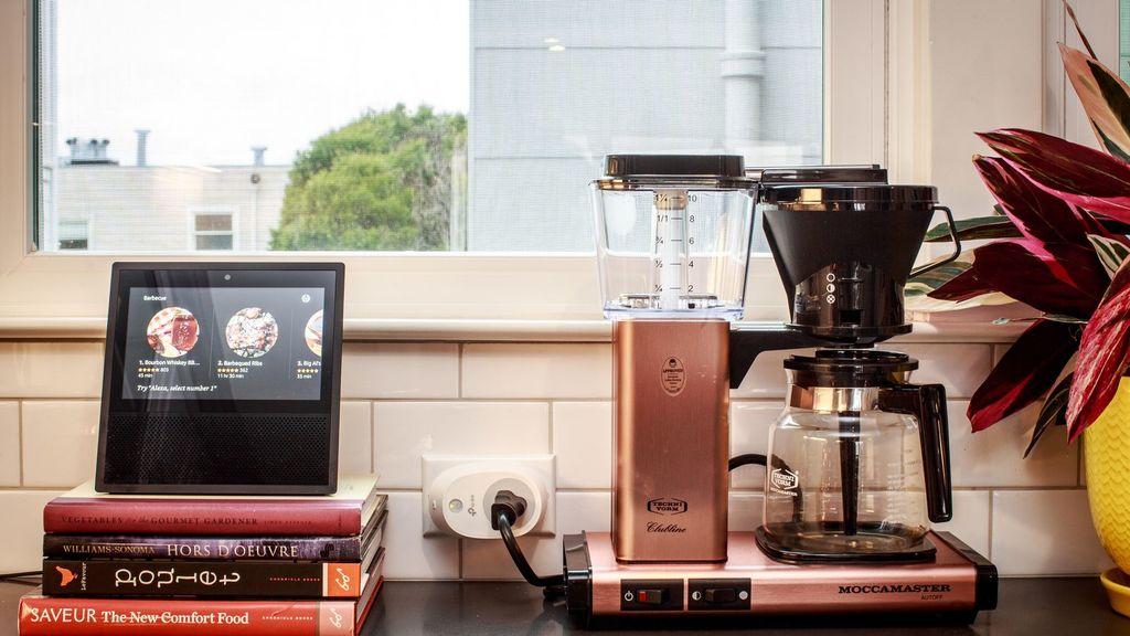 Uploads%2farticles%2f13318%2fcnet smart home kitchen coffee maker smart switch amazon echo show 5687