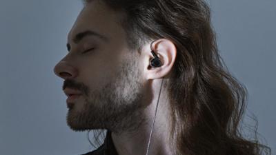 小米发布四单元圈铁耳机,支持有线/无线使用、预售价 699 元