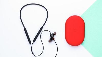 一加首款颈挂式蓝牙无线耳机亮相,或与 OnePlus 8 系手机一同推出