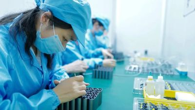 参观深圳华冠耳机生产线,解读不一样的 TWS 红海