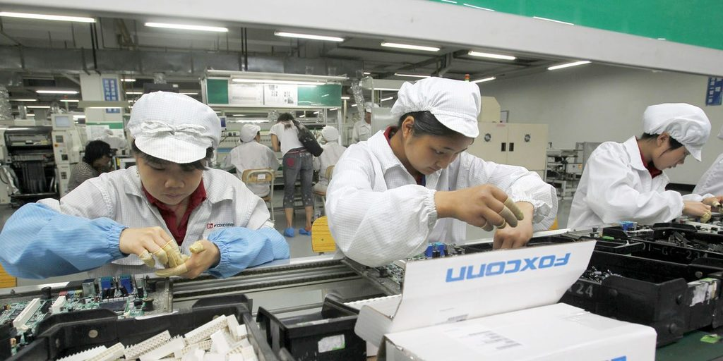 Uploads%2farticles%2f14287%2ffoxconn smartphone revenue dropped 15 in q2