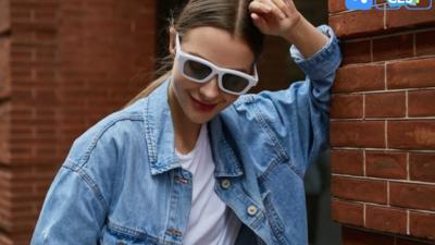 可调节焦距的 Voy 眼镜,不含任何电子元器件