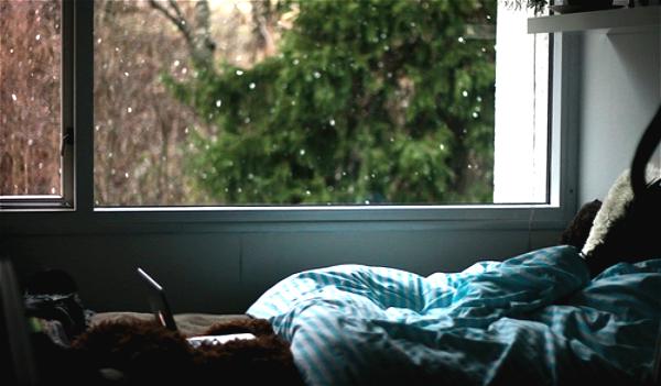 适合摆在床头柜上类家具智能音箱