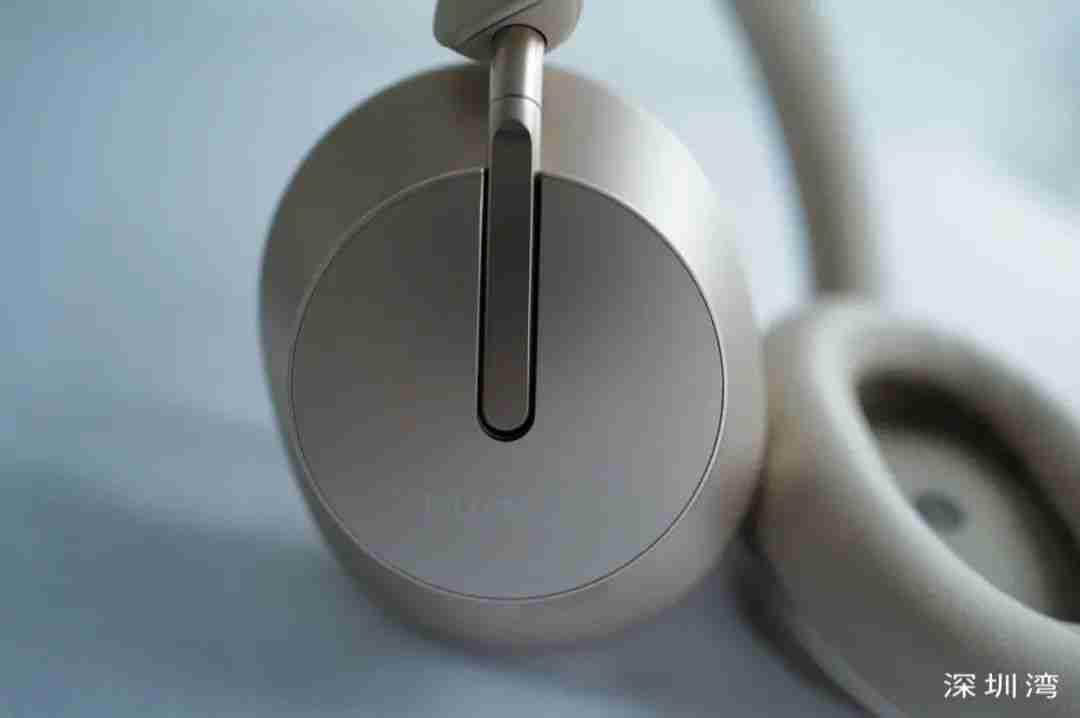 4-华为首款头戴式降噪耳机 Freebuds Studio