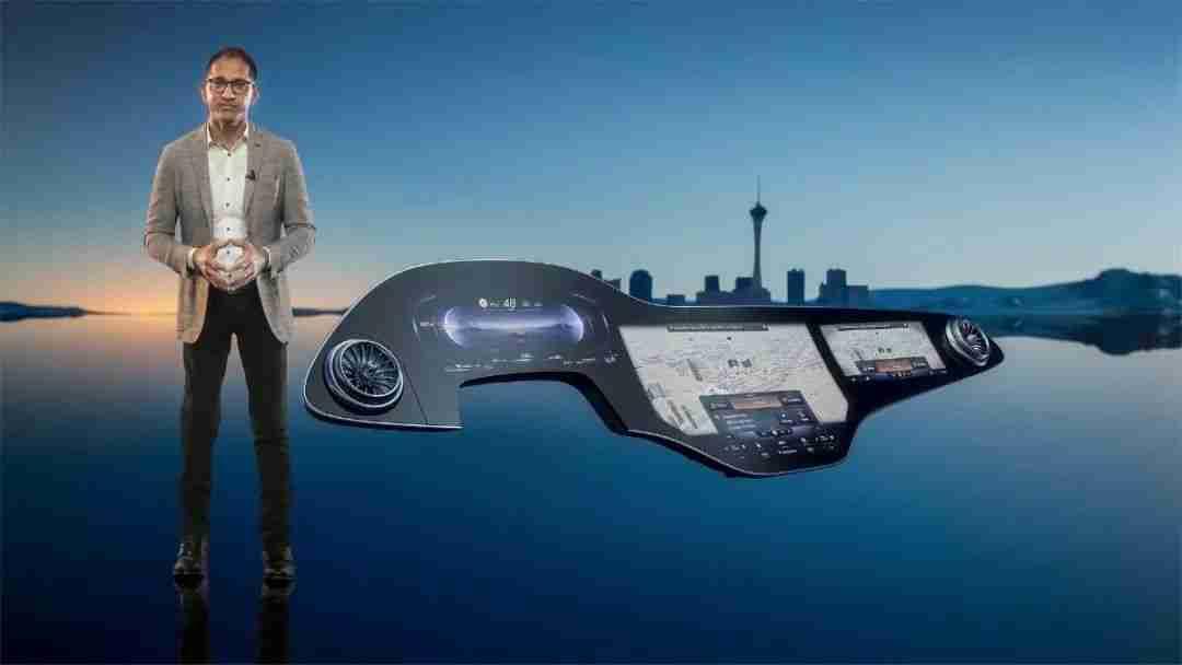 1-梅赛德斯-奔驰推出56英寸的超级屏幕