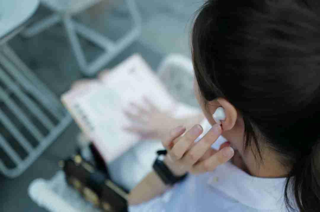 3-OPPO Enco X 可以控制音量大小的耳机柄